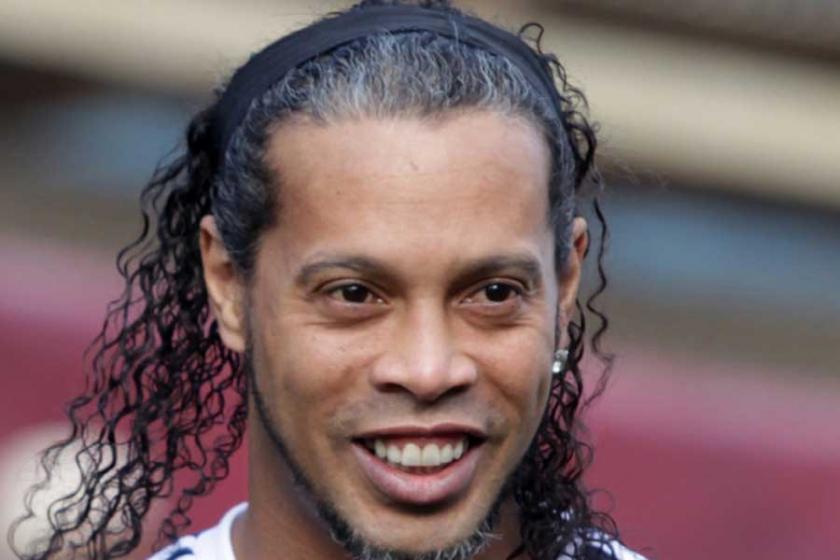 Ronaldinho'nun üç lüks arabasına haciz konuldu