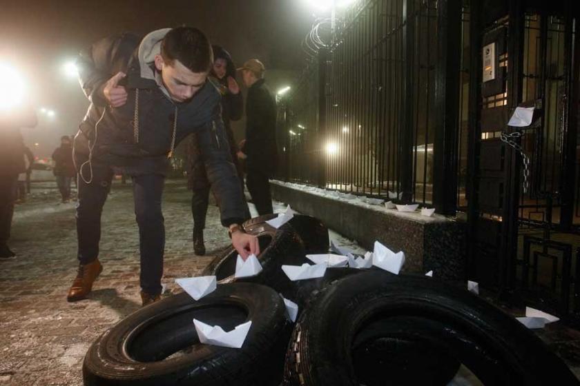 Rusya-Ukrayna krizi: Kiev'de sıkıyönetim, Moskova'da nota