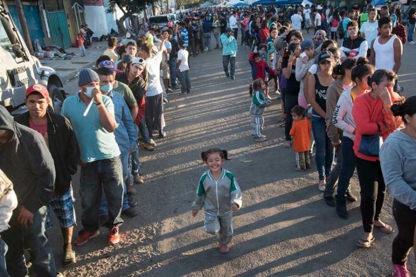 Meksika sınırındaki göçmenlerin bekleyişi sürüyor