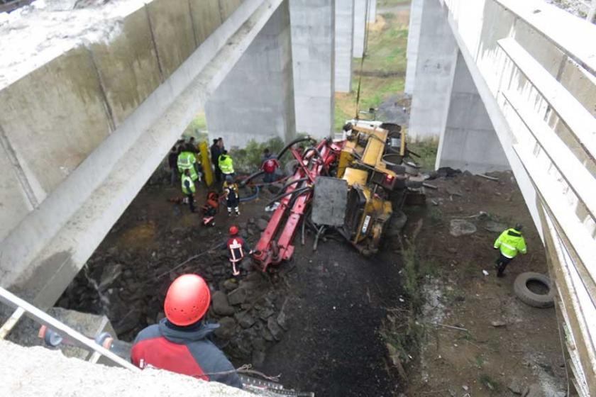 İstanbul'da beton mikseri viyadükten uçtu: Sürücü yaşamını yitirdi