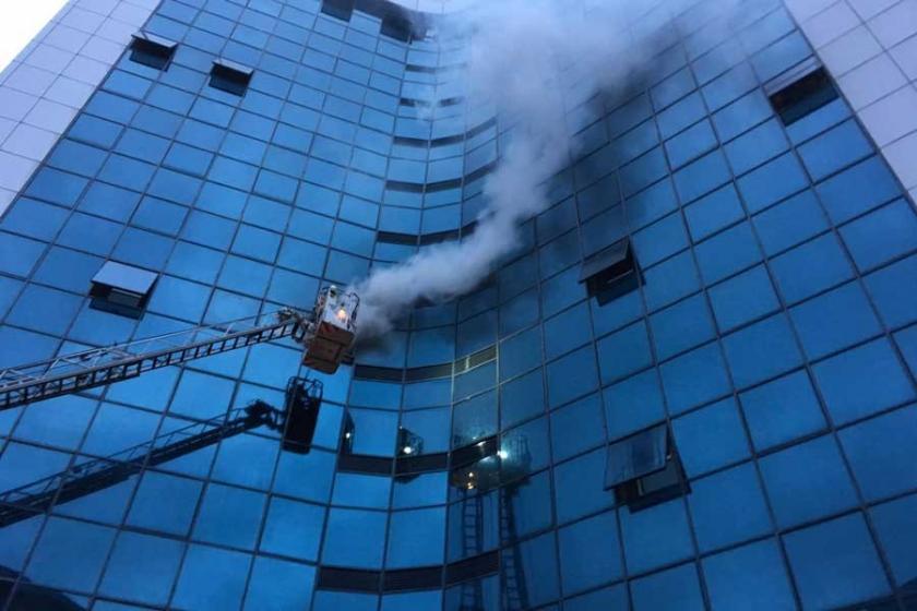 Şişli'de iş merkezindeki yangın kontrol altına alındı