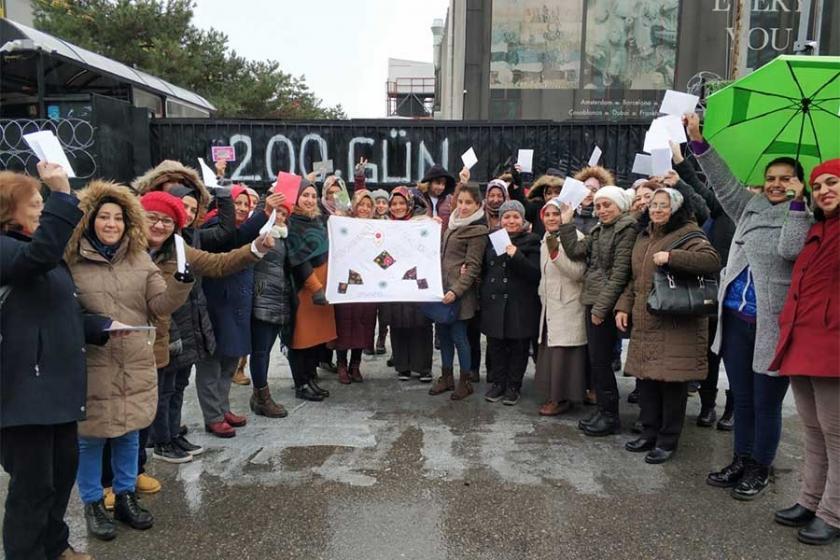 Flormar işçilerine destek sürüyor: Yaşasın kadın dayanışması