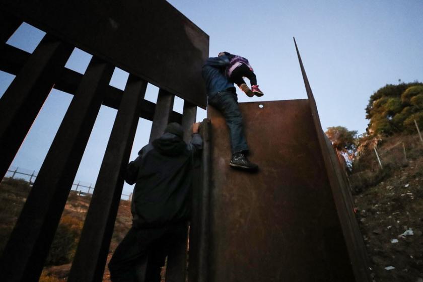 ABD sınırını geçen mülteci çocuk gözaltında susuzluktan öldü