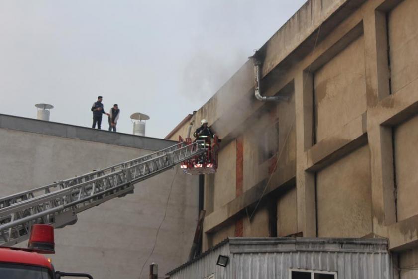 Bursa'da mobilya fabrikasında yangın: Bir işçi hayatını kaybetti