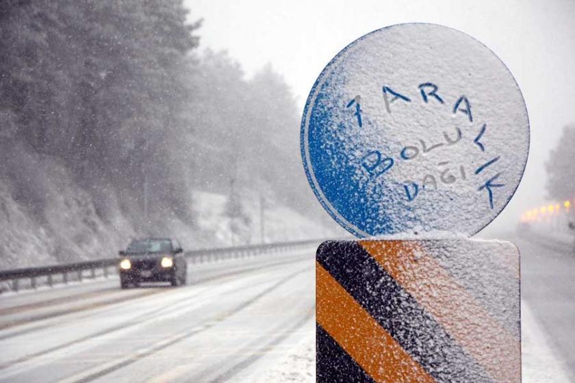 Marmara'da kar uyarısı yapıldı, Bolu Dağı'nda ulaşım aksadı