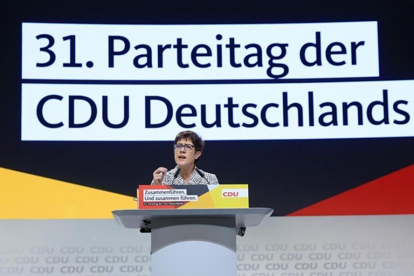 Almanya'da Merkel'in halefi seçilen Annegret Kramp-Karrenbauer kimdir?