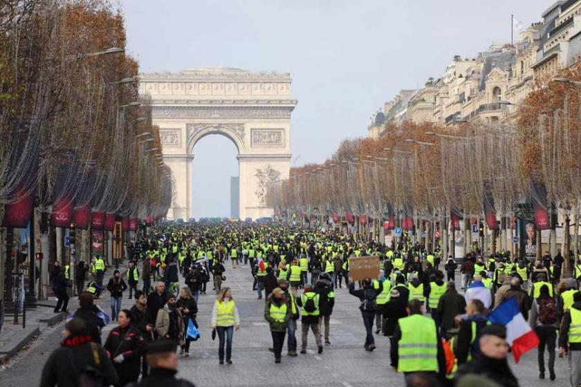 Fransa'da sarı yelekliler 34. haftada da sokaklardaydı