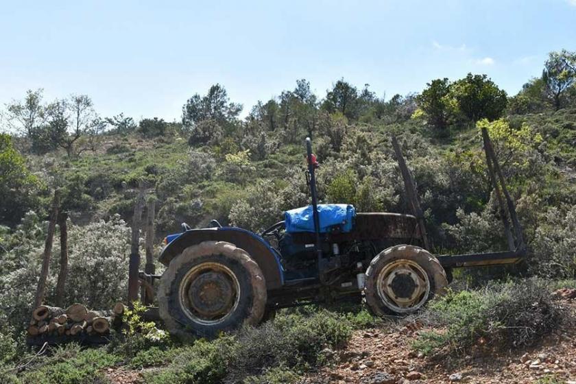 Devrilen traktörün altında kalan çiftçi yaşamını yitirdi