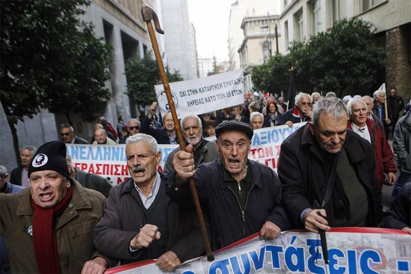 Yunan emekliler maaşlardaki kesintileri protesto etti