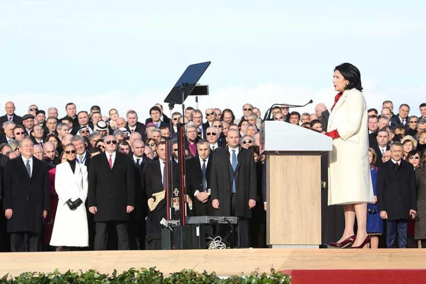 Gürcistan'da ilk kadın cumhurbaşkanı göreve başladı