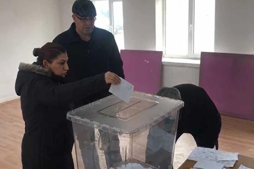 Köyün başka ilçeye bağlanması için halk oylaması yapıldı
