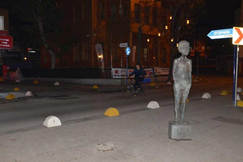 Kadıköy'deki Avanak Avni heykeli çalındı