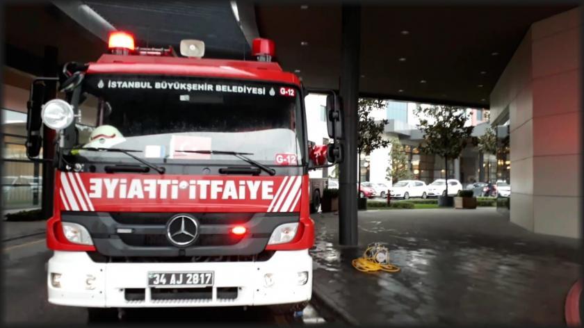 Halkalı'da bir hastaneyi su bastı, hastalar tahliye edildi
