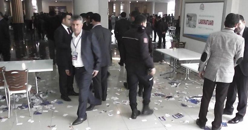 AKP temayül yoklamasında arbede!