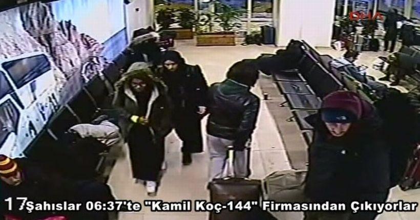 IŞİD'e katıldığı iddia edilen 3 İngiliz kızın İstanbul Otogarı'ndaki görüntüleri ortaya çıktı