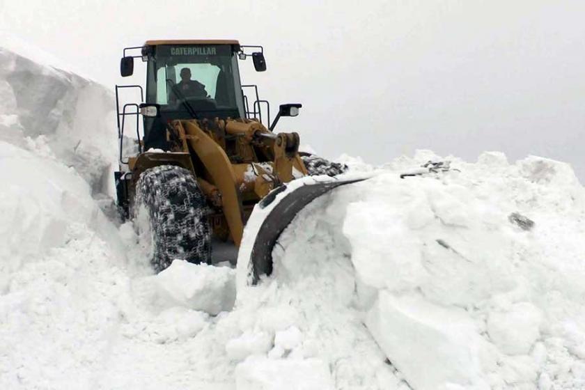 Bölgede kar nedeniyle binden fazla yerleşim yerinin yolu kapandı