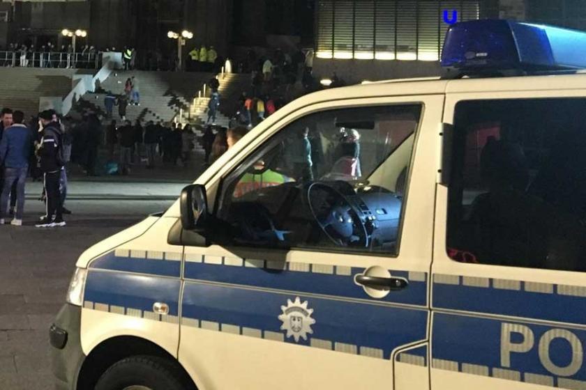 Almanya'da aşırı sağcı saldırgan aracını mültecilerin üzerine sürdü