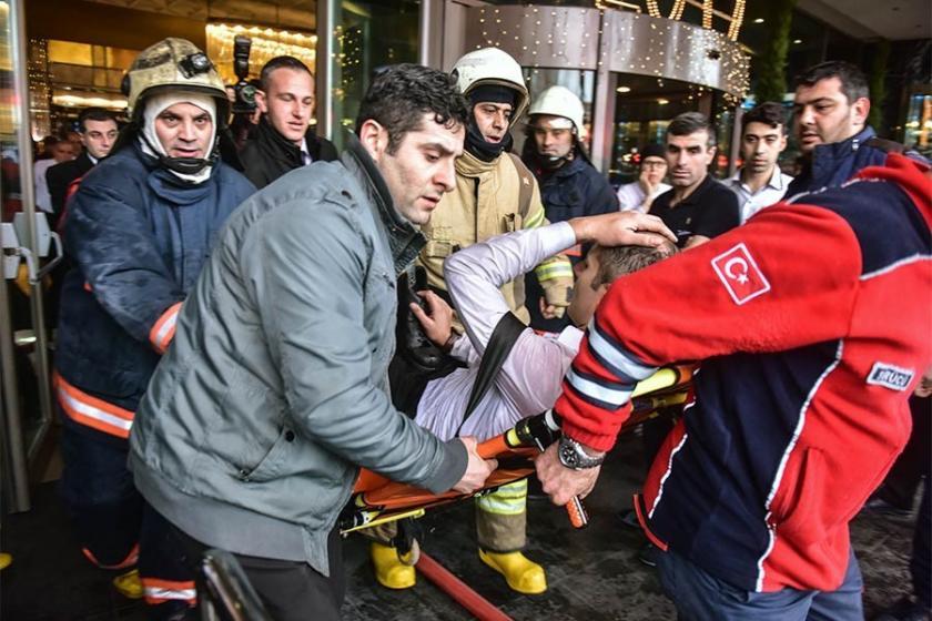Beyoğlu'daki bir otelde yangın çıktı: 1 işçi dumandan etkilendi