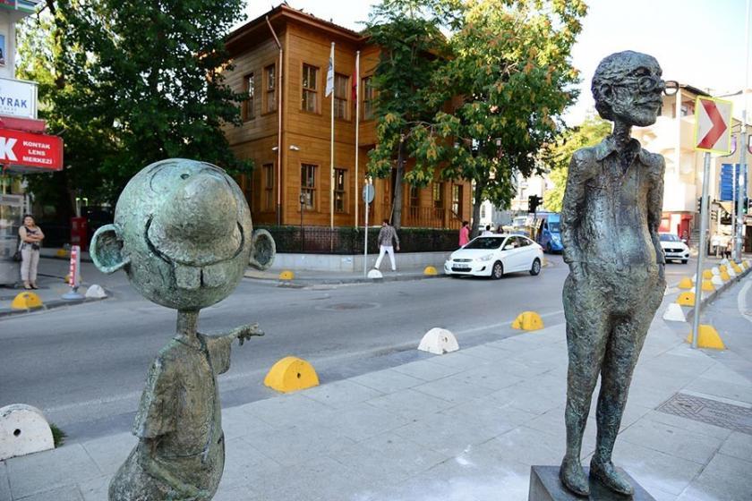 Avanak Avni heykeli yeniden Karikatür Evi yerine konuldu