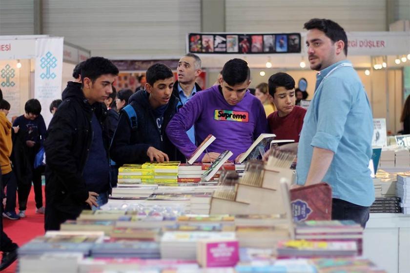 Çukurova kitap fuarında gündem yüksek kağıt fiyatları