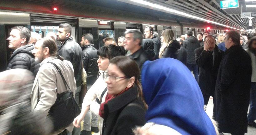 Marmaray arızalandı, yolcular 15 dk mahsur kaldı