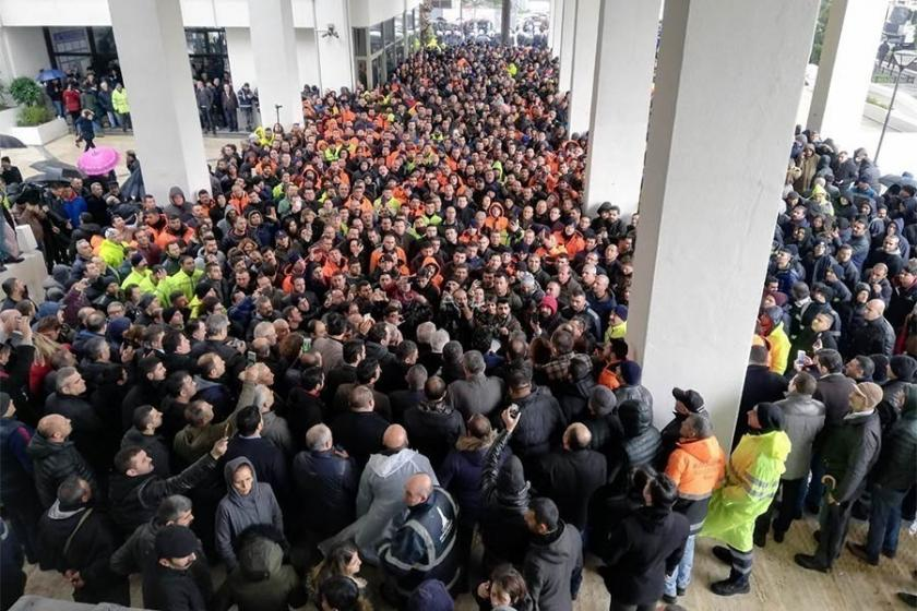 İzmir'de işçiler neden gururla dolaşıyor?