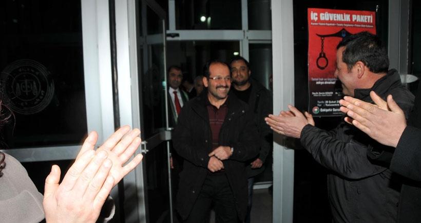 Eskişehir'de mahkemeye sevk edilen 20 polis serbest bırakıldı