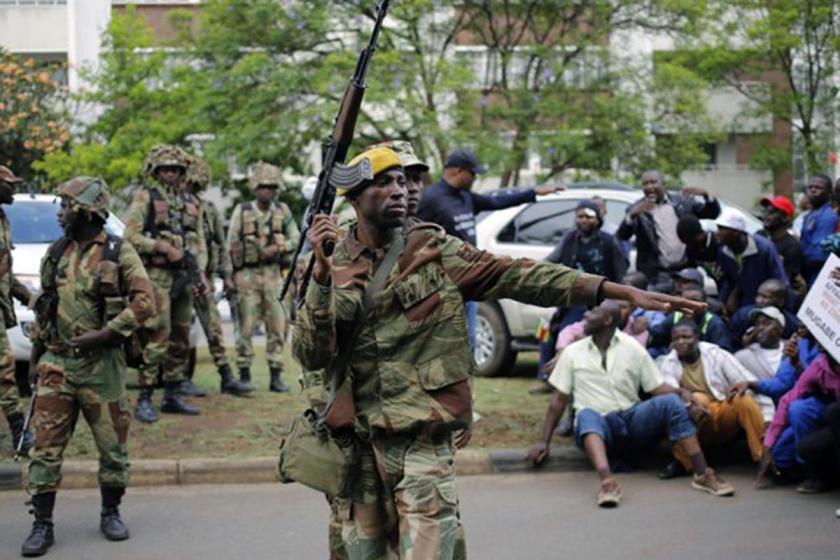 Zimbabve'de yüz binlerce kamu emekçisi grev başlattı
