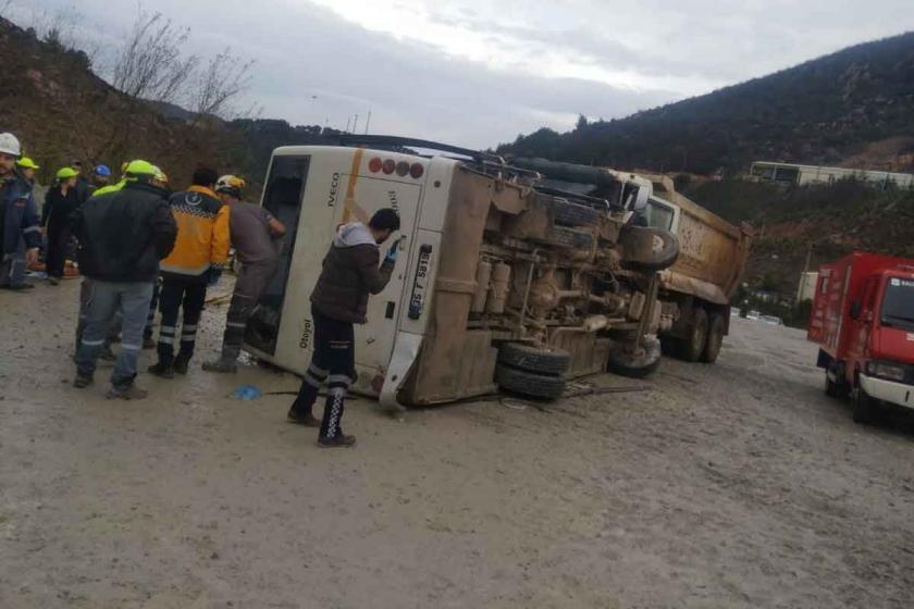 Manisa ve Balıkesir'de işçi servisleri kaza yaptı: 2 ölü, 44 yaralı