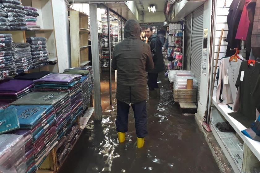 İzmir'de şiddetli yağmur etkili oluyor