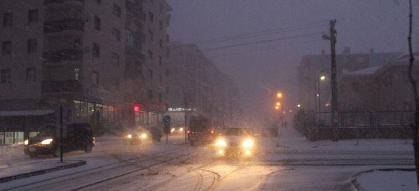 Erzurum'da kar ve tipi