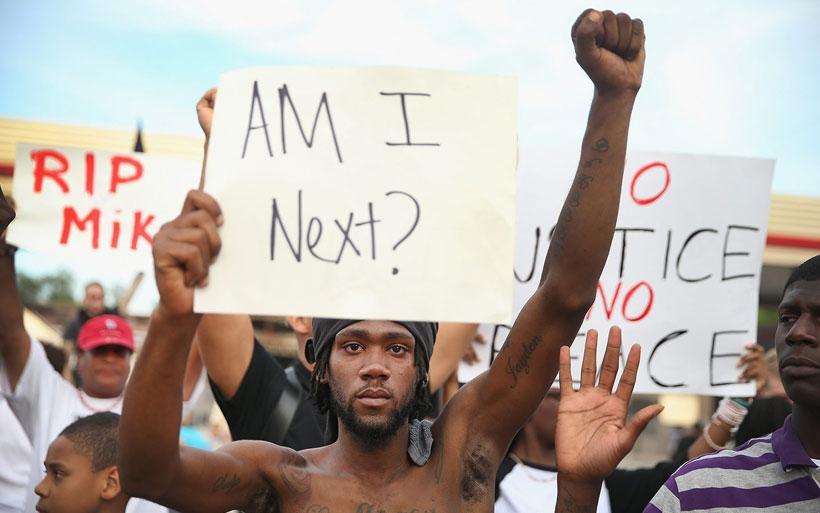 Polis, Ferguson'da ırkçı ve ön yargılı