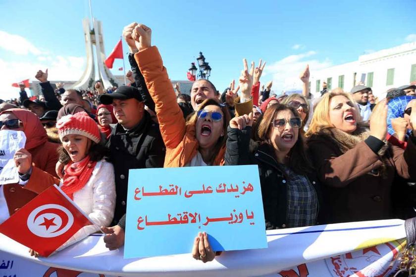 Tunus'ta binlerce öğretmenden maaş protestosu
