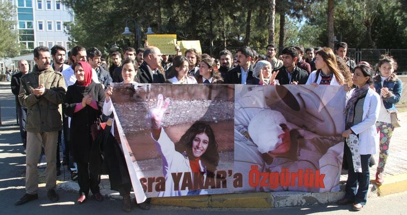 Adliye önünde Esra Yakar'ın özgürlüğü talep edildi