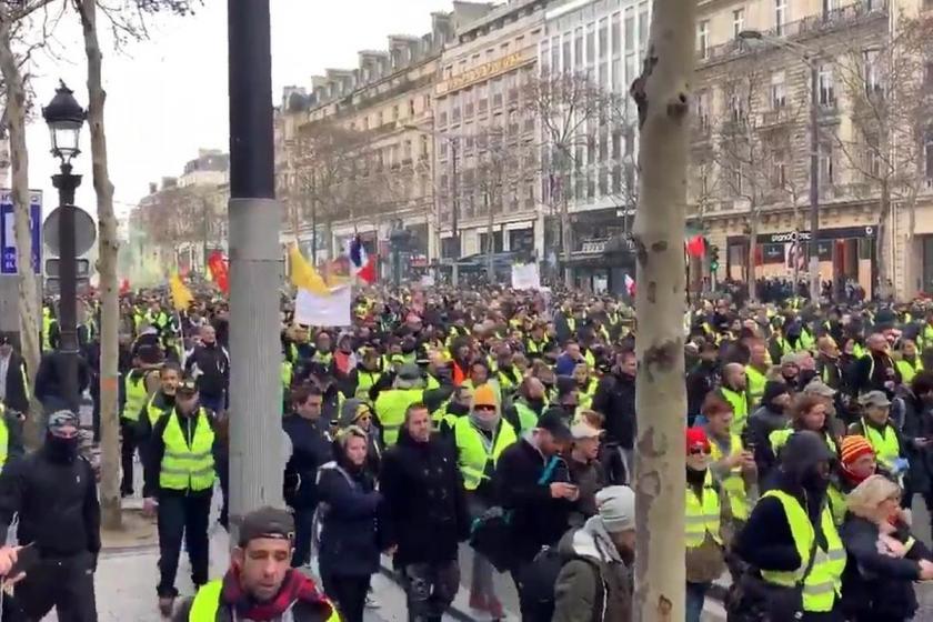 Sarı Yeleklilerin eylemleri 13'üncü haftasında sürdü