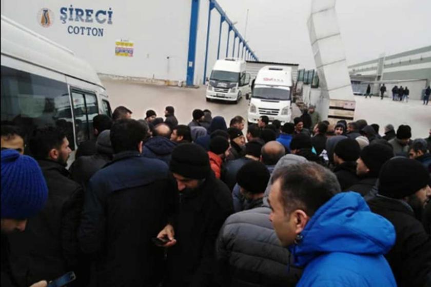 Antep'te Şireci Tekstil'de çalışan işçiler iş bıraktı