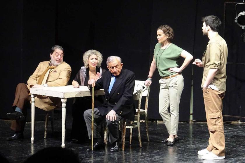 Haldun Dormen'in 'Bir Zamanlar Gazino' oyunu Avcılar'da sahnelendi
