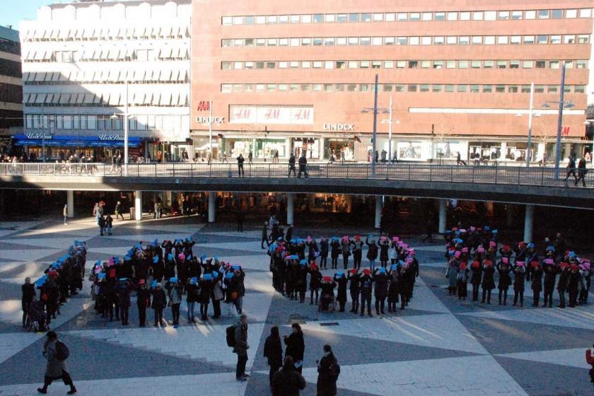 Eşit ücret isteyen İsveçli kadınlar 8 Mart öncesi sokağa çıktı