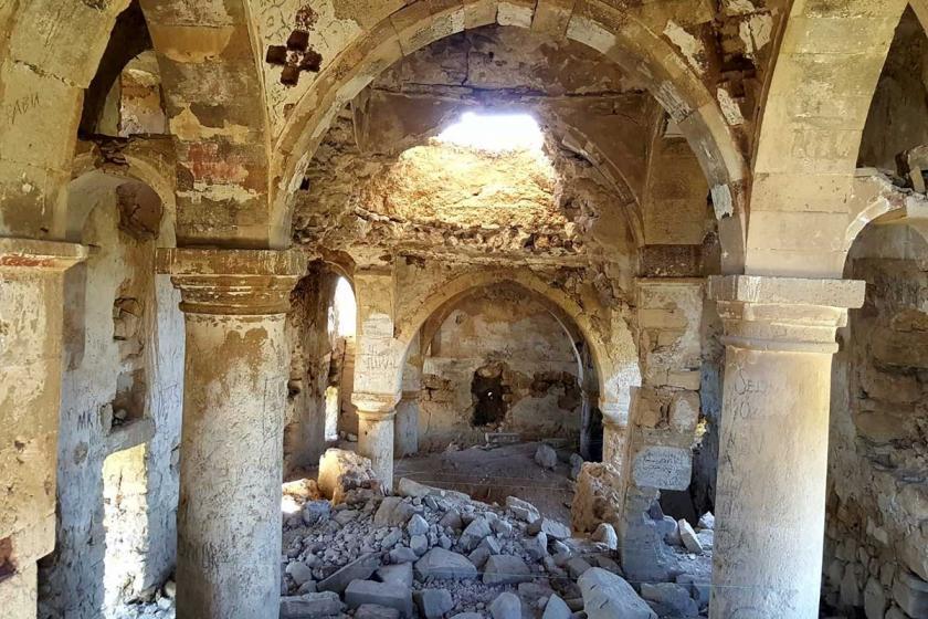 Bakımsızlığa terk edilen tarihi Surp Kevork Manastırı çöktü!