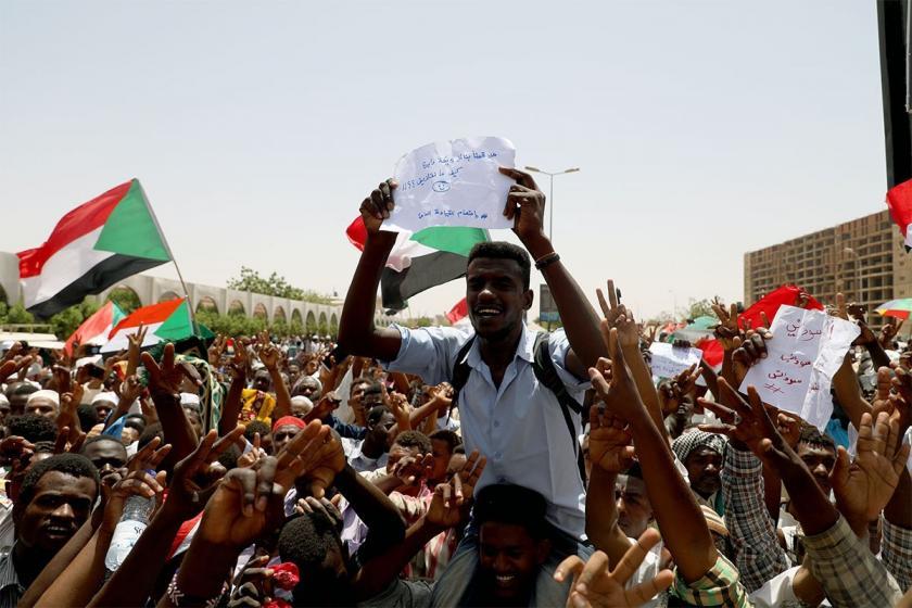 Sudan'da protestoculara silahlı sivil grup saldırdı: En az 1 ölü