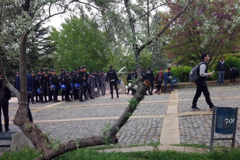 ODTÜ kampüsünde polislerin bekleyişi