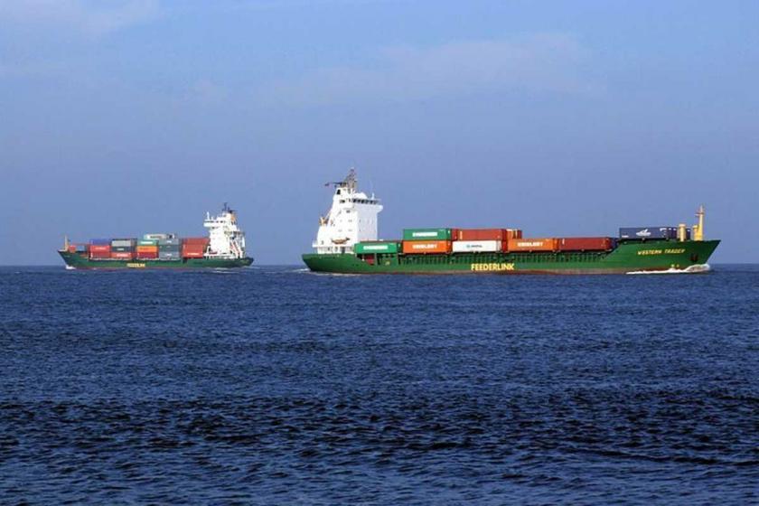 Umman Körfezi'ndeki iki büyük petrol tankerinde patlamalar