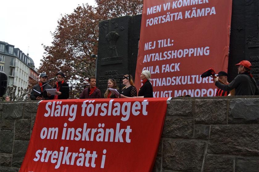İsveç'te sosyal demokrat hükümet grev hakkını kısıtladı
