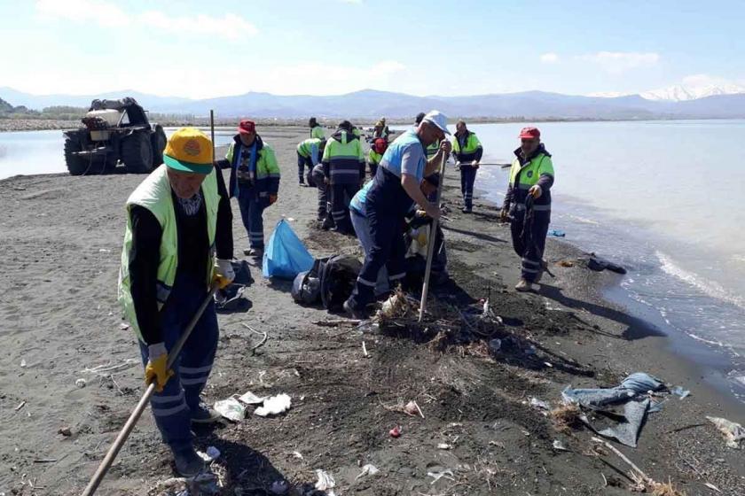Van Gölü sahilinden 10 ton çöp toplandı