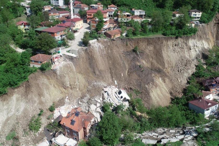 Ordu Aybastı'da heyelan sebebiyle 15 bina yıkıldı