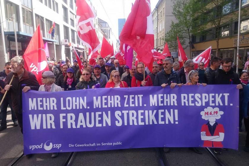 İsviçre'de kadınlar şiddete karşı ve eşitlik talebiyle iş bırakıyor