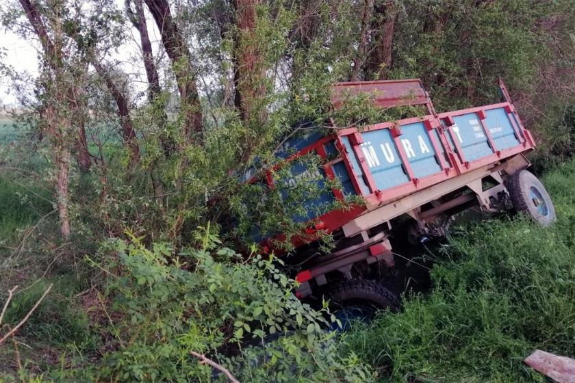Mevsimlik işçileri taşıyan römork devrildi: 7 işçi yaralı