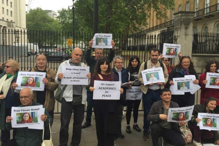 Londra'da akademisyenler Üstel ve Altınel için bildiri dağıttı
