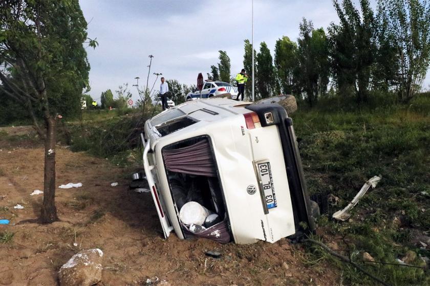 İnşaat işçilerini taşıyan minibüs devrildi: 7 yaralı