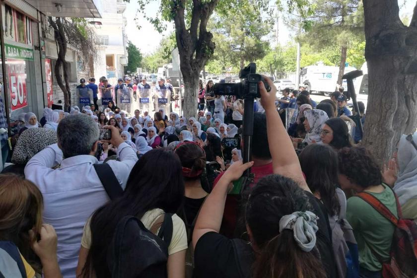Adana ve Diyarbakır'da anneler açlık grevleri için çağrı yaptı